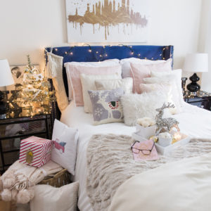 Cozy Holiday Bedroom Decorations